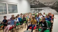 Dzieciaki sadzeniaki w grupie V
