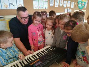 Rodzic w roli nauczyciela- Koncert muzyczny – poznanie talentów muzycznych dzieci i rodziców