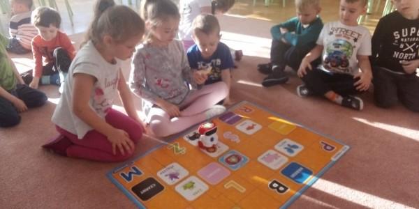 Zabawy w grupie III z robotem edukacyjnym DOC